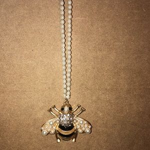 Jewelry - Bee pendent pearl necklaces